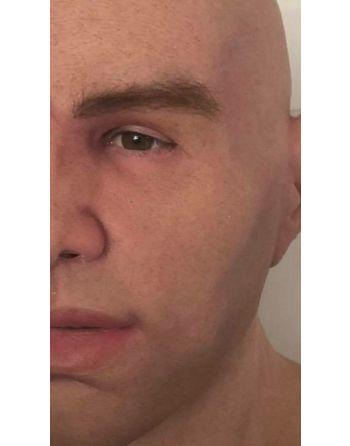 Máscara humana realistica masculina jovem